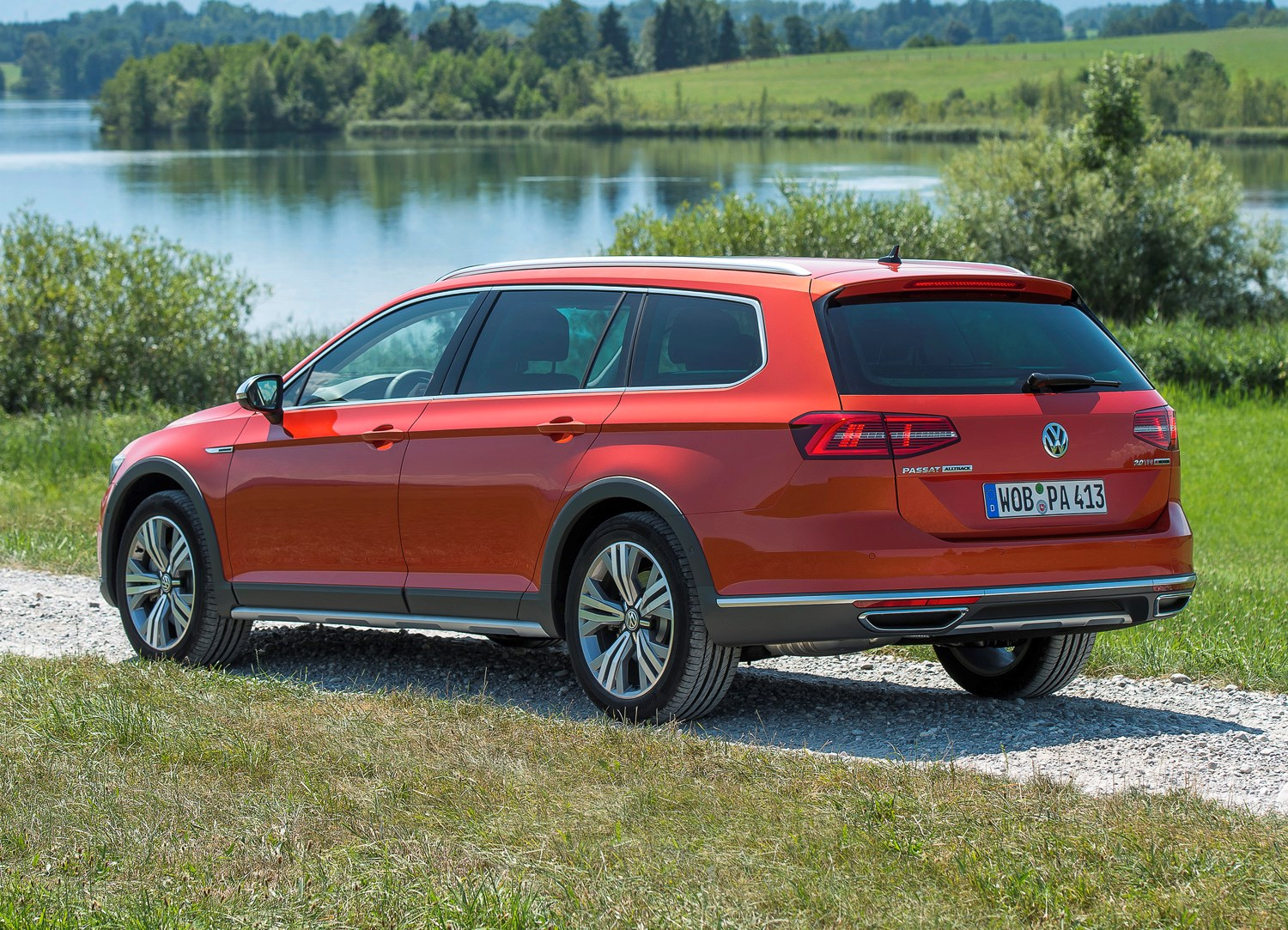 volkswagen passat alltrack 2015 photos parkers. Black Bedroom Furniture Sets. Home Design Ideas