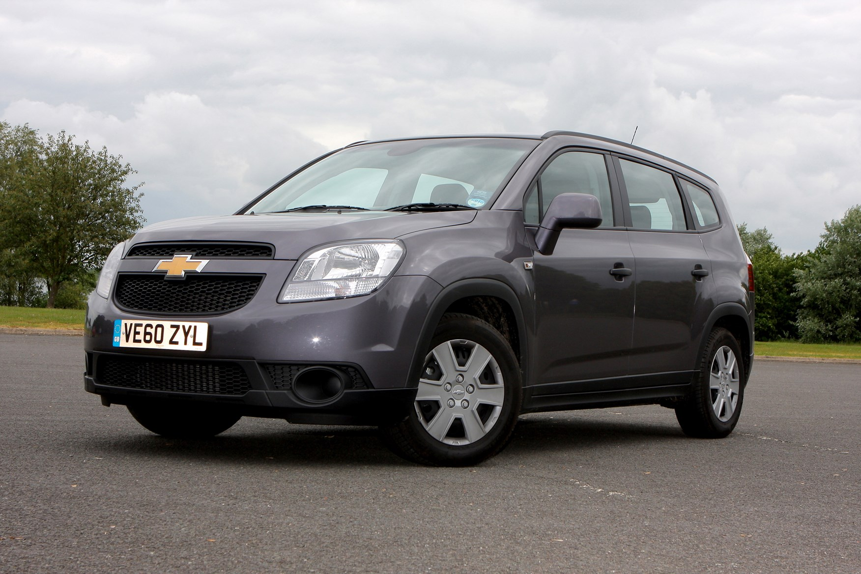 Chevrolet Orlando Estate (2011 - 2015) Photos