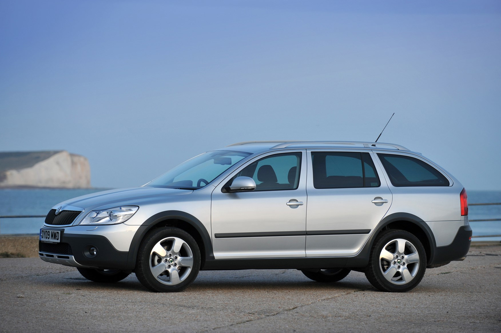 skoda octavia scout 2007 2012 photos parkers. Black Bedroom Furniture Sets. Home Design Ideas
