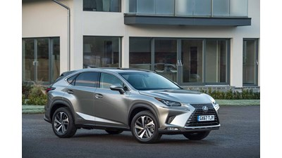 Lexus NX 4x4 300h (Sport Pack and 10-inch Navigation) E-Four auto 5d
