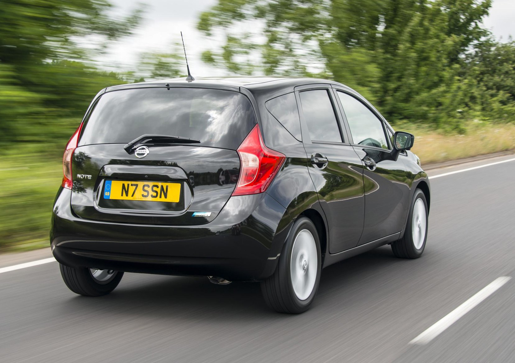 Nissan Note Hatchback 2013 Photos Parkers