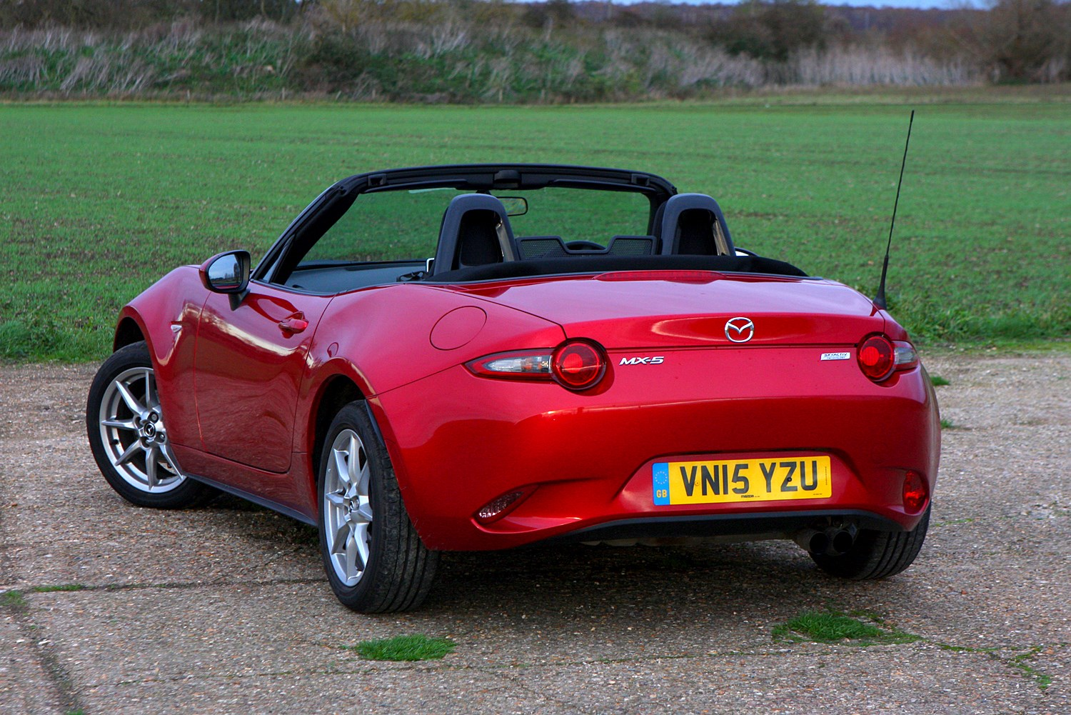 mazda mx 5 convertible 2015 photos parkers. Black Bedroom Furniture Sets. Home Design Ideas