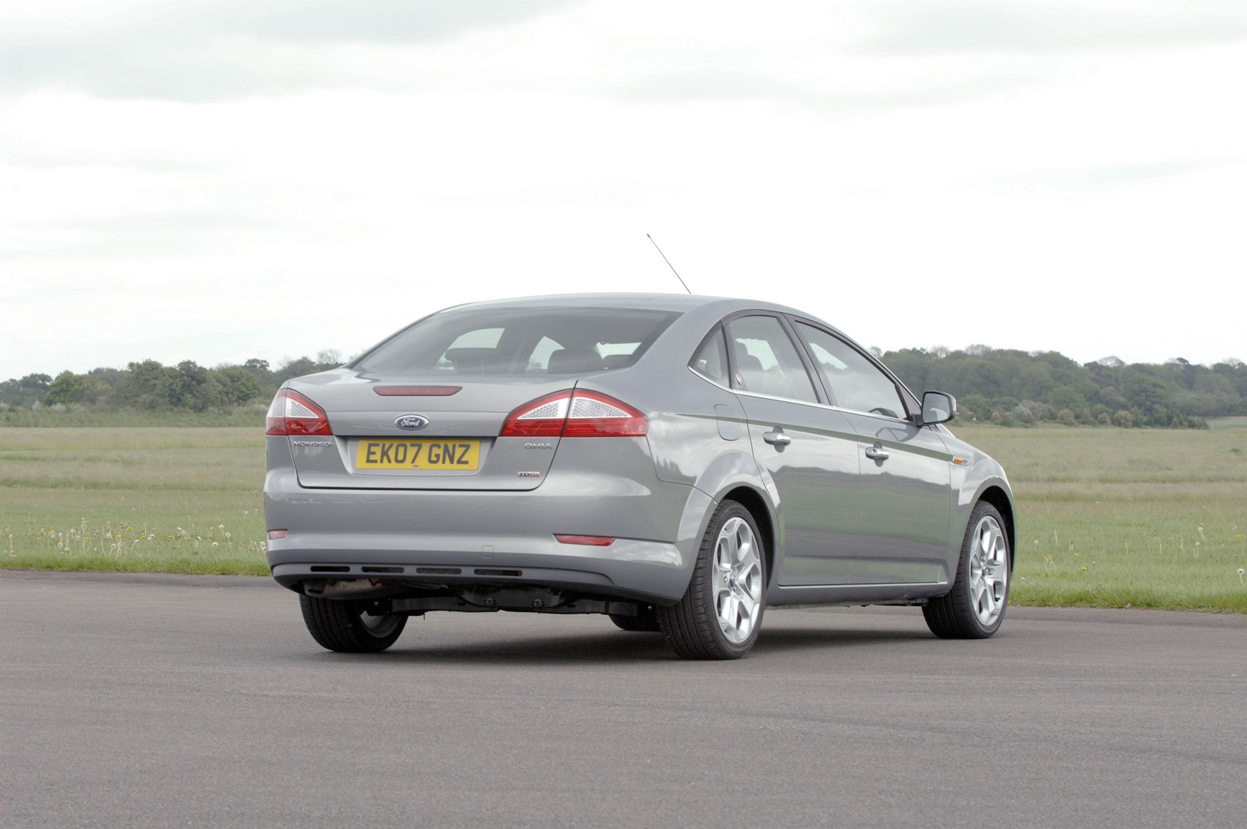 ford mondeo saloon 2007 2010 photos parkers. Black Bedroom Furniture Sets. Home Design Ideas