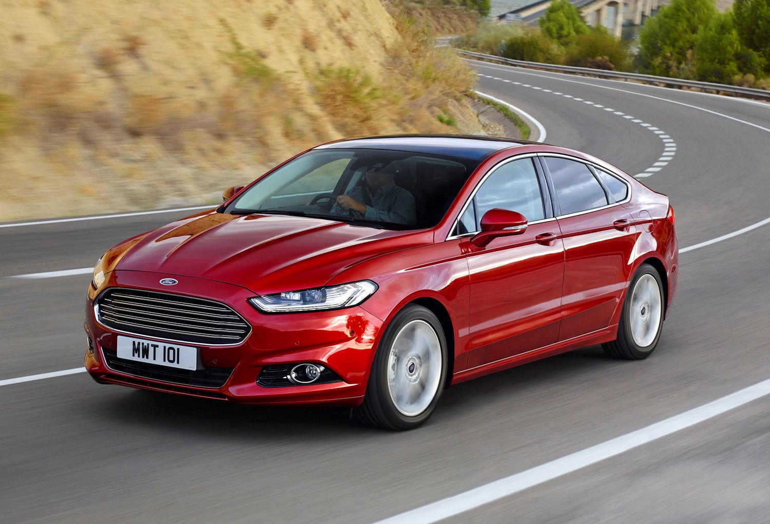 ford mondeo hatchback 2014 driving performance parkers. Black Bedroom Furniture Sets. Home Design Ideas