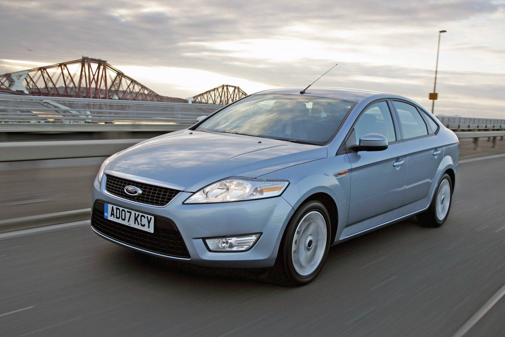 Ford Mondeo Hatchback Review 2007 2014 Parkers