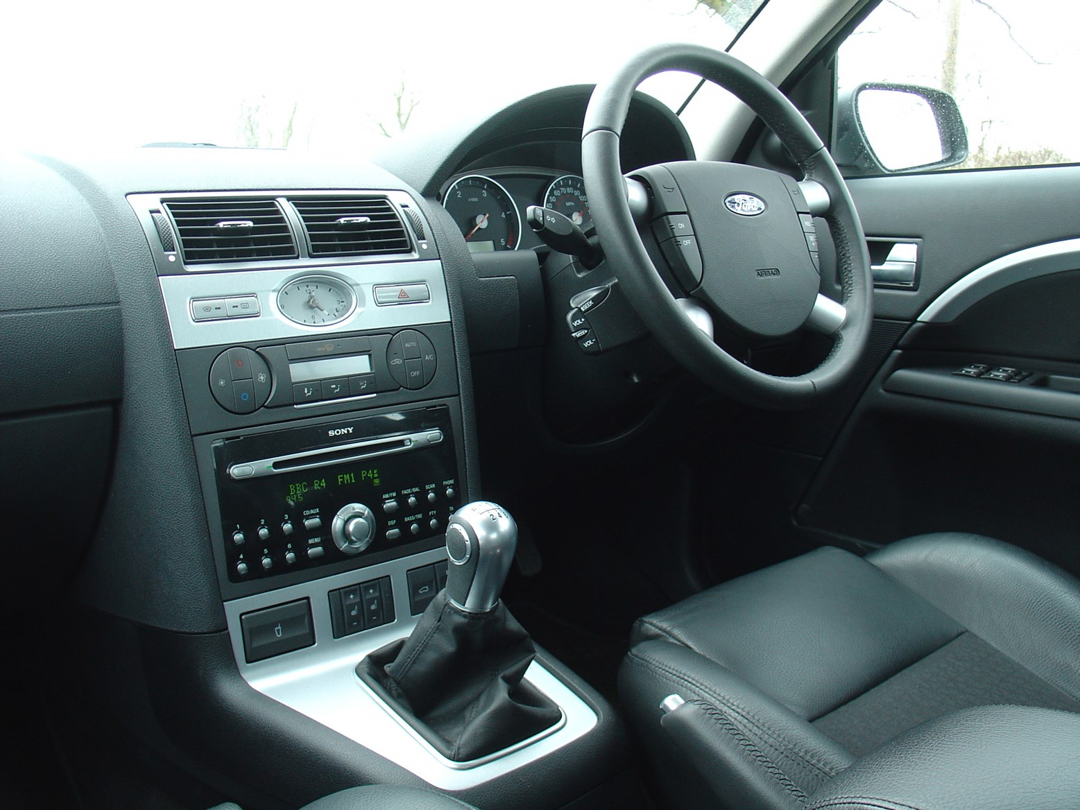 Ford mondeo hatchback 2000 2007 photos parkers - Ford mondeo interior ...