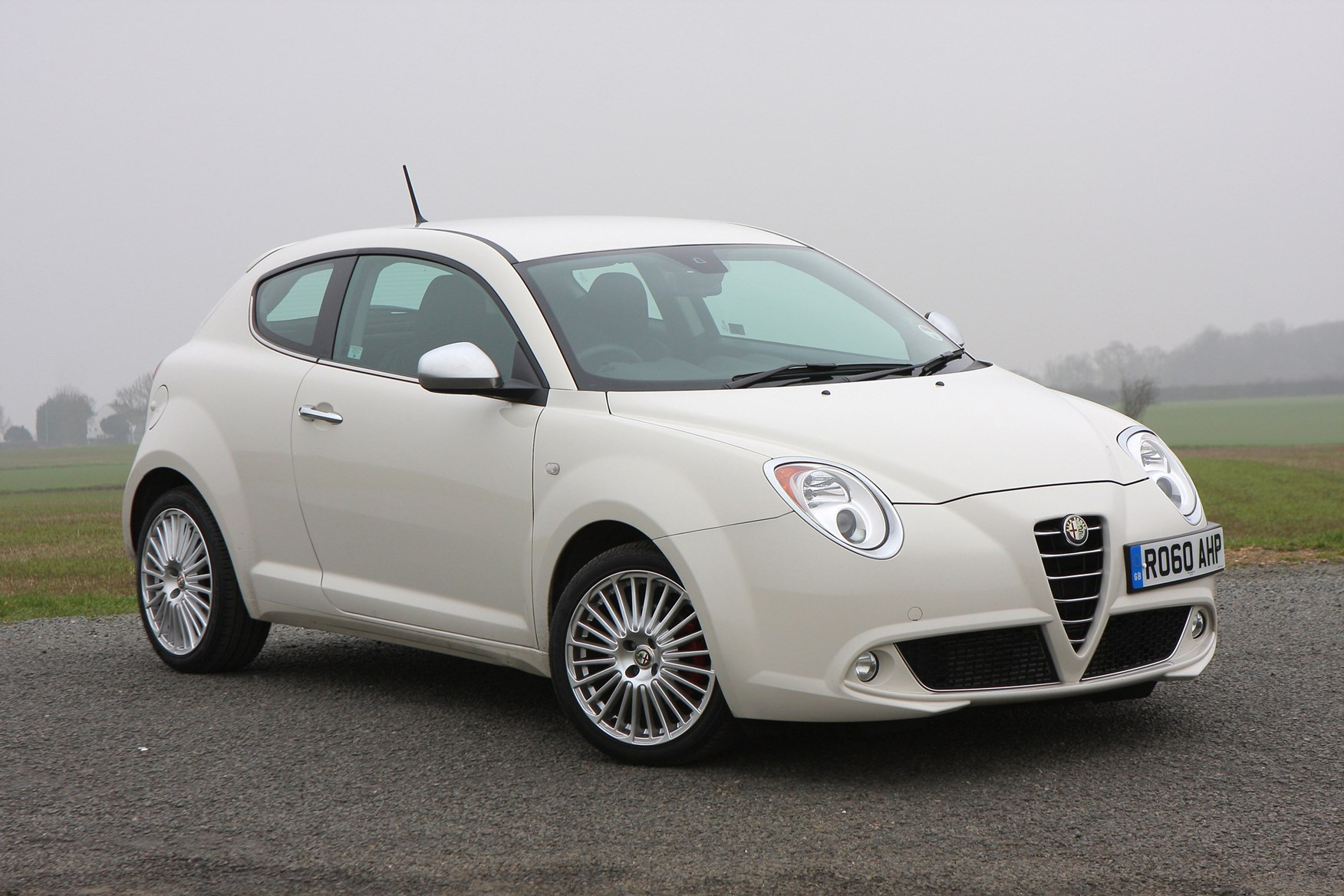 alfa romeo mito hatchback 2009 photos parkers. Black Bedroom Furniture Sets. Home Design Ideas