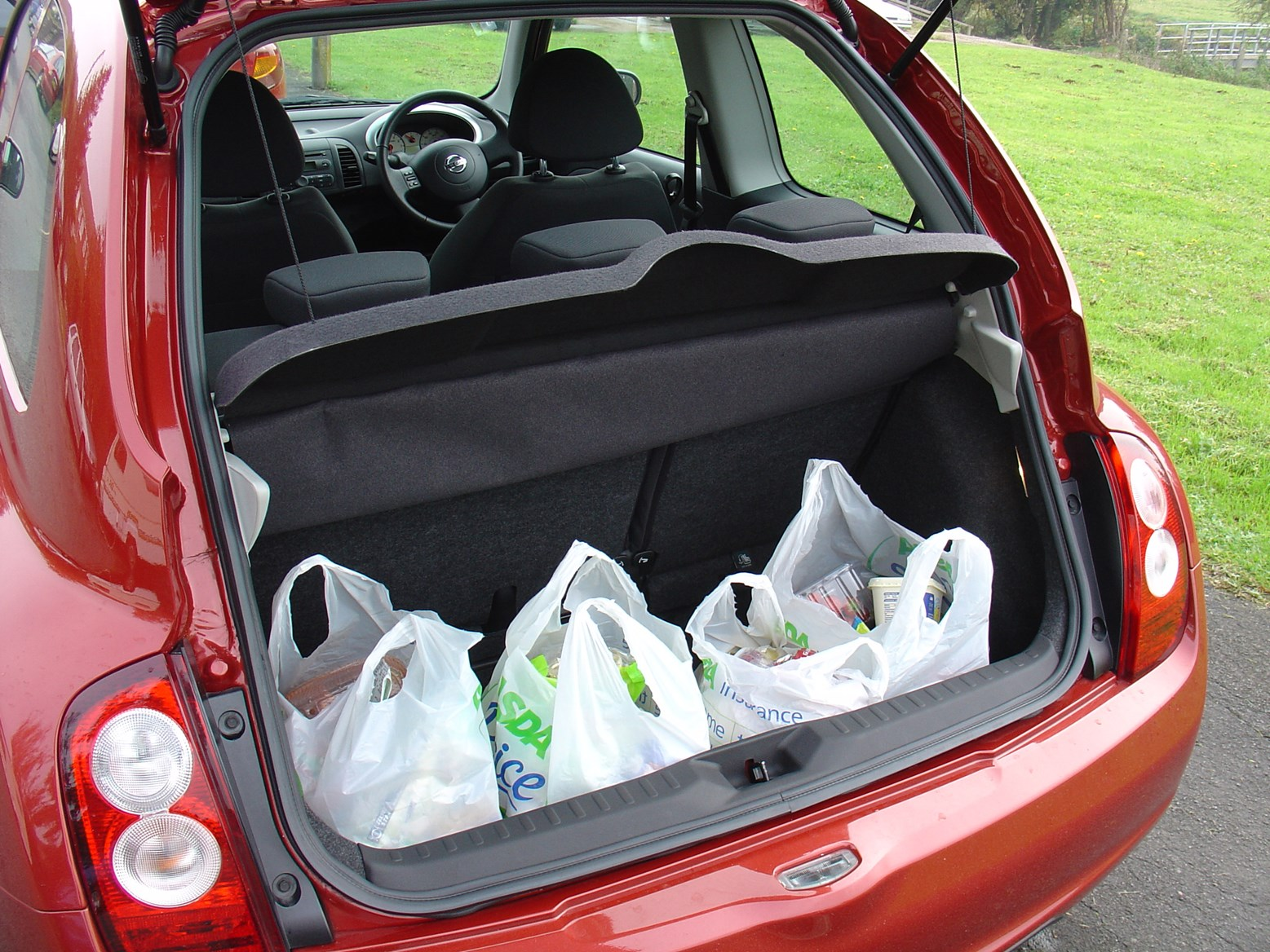 nissan micra hatchback 2003 2010 features equipment and accessories parkers. Black Bedroom Furniture Sets. Home Design Ideas