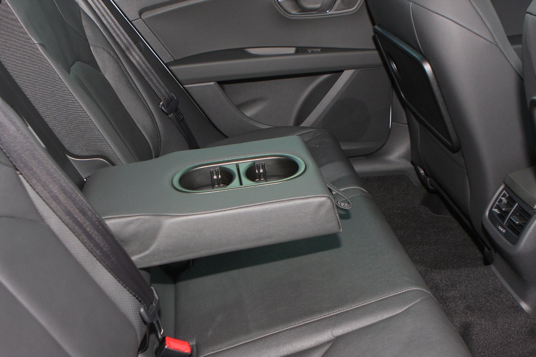 Seat leon st 2014 photos parkers for Interior seat leon
