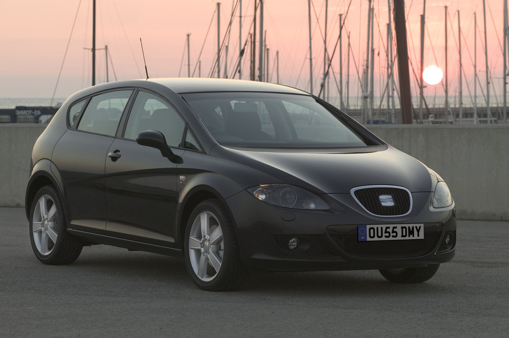 seat leon hatchback 2005 2012 photos parkers. Black Bedroom Furniture Sets. Home Design Ideas