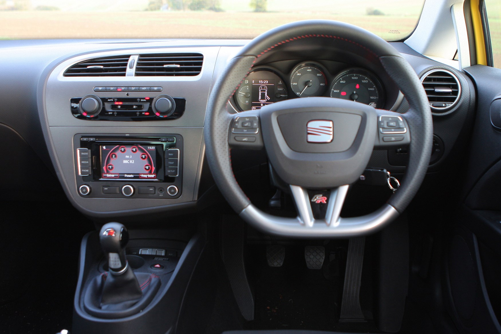 Seat leon fr review 2006 2012 parkers for Interior seat leon