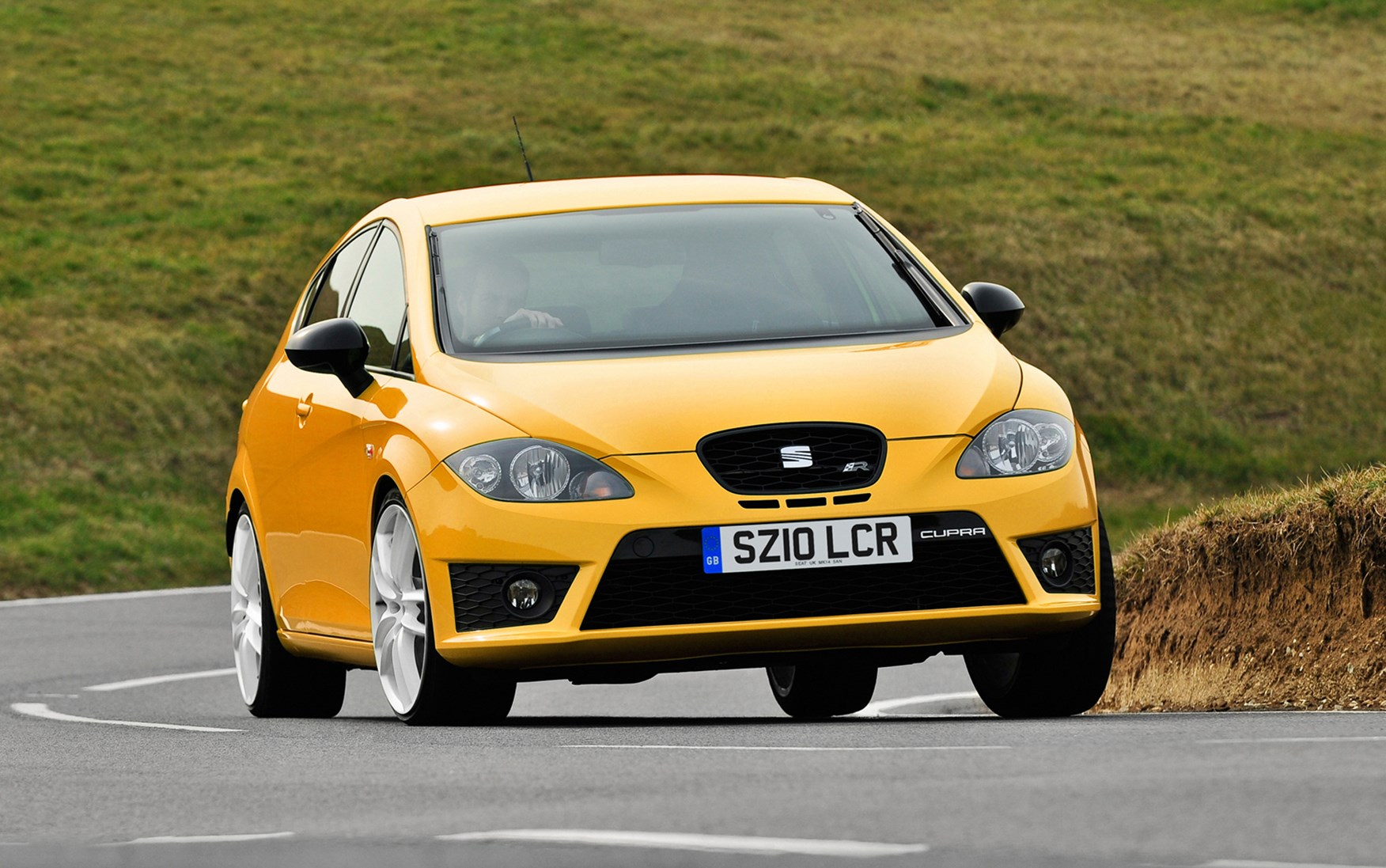 seat leon cupra r 2010 2012 driving performance parkers. Black Bedroom Furniture Sets. Home Design Ideas