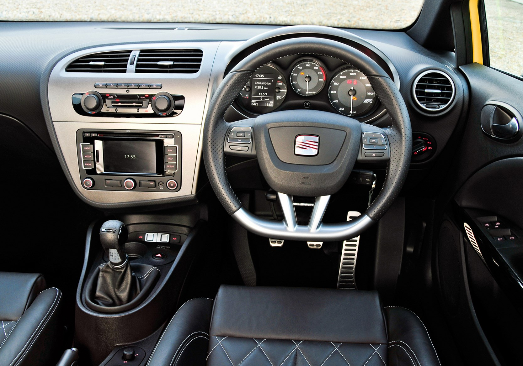 Seat leon cupra r review 2010 2012 parkers for Interieur seat ibiza cupra