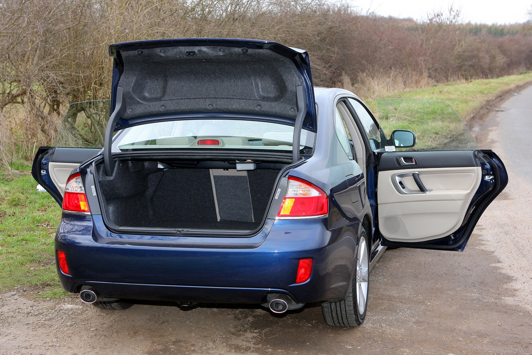 Subaru Legacy Saloon 2003 2010 Features Equipment and