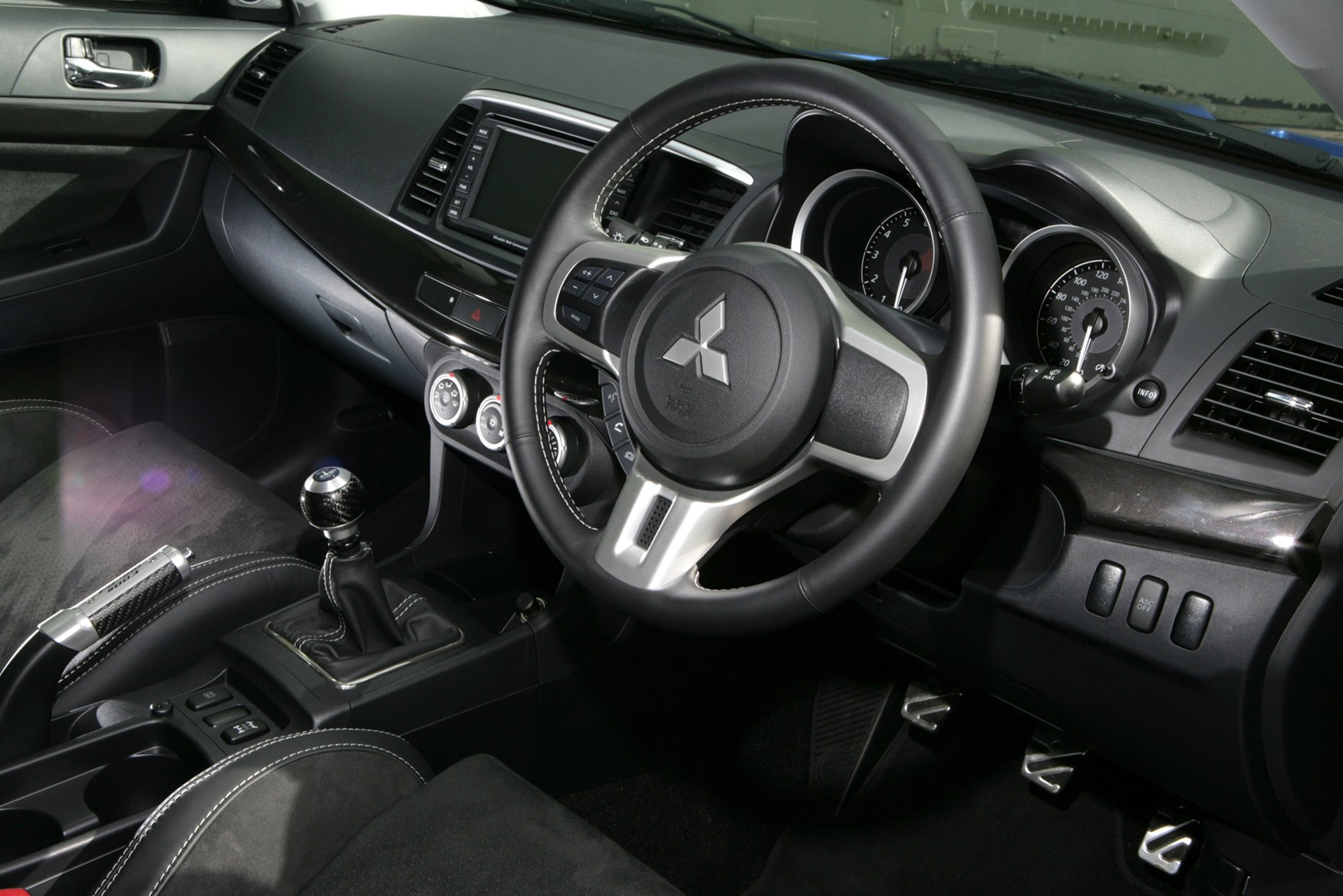 mitsubishi lancer 2003 interior. view all images of the mitsubishi lancer evo x 0814 2003 interior