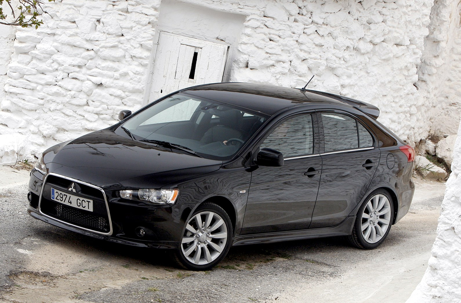 mitsubishi lancer sportback 2008 2011 photos parkers. Black Bedroom Furniture Sets. Home Design Ideas