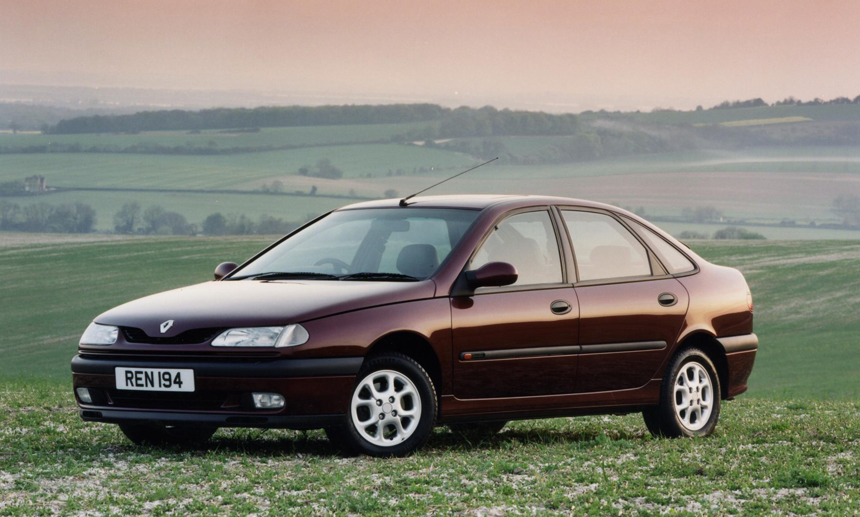 renault laguna hatchback 1994 2001 photos parkers. Black Bedroom Furniture Sets. Home Design Ideas