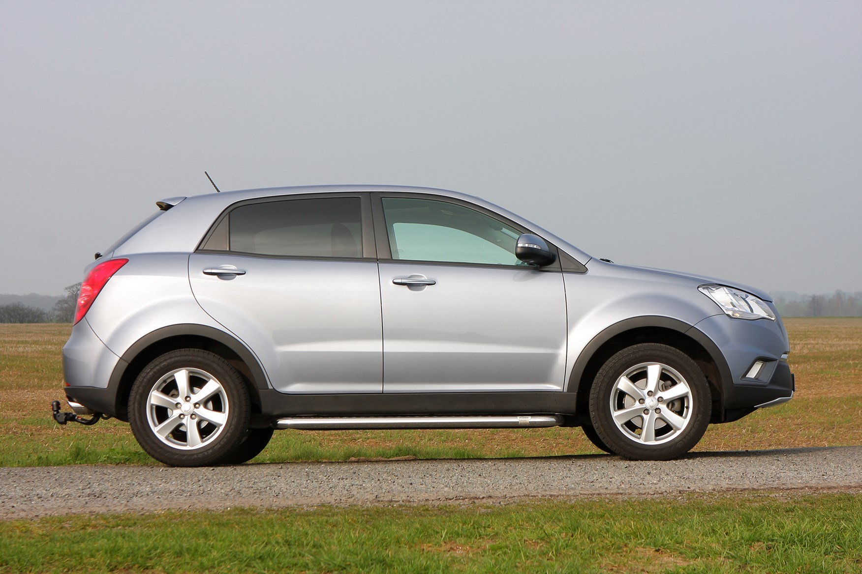 And exterior interior picture ssangyong korando turismo for What happened to luke bryans sister