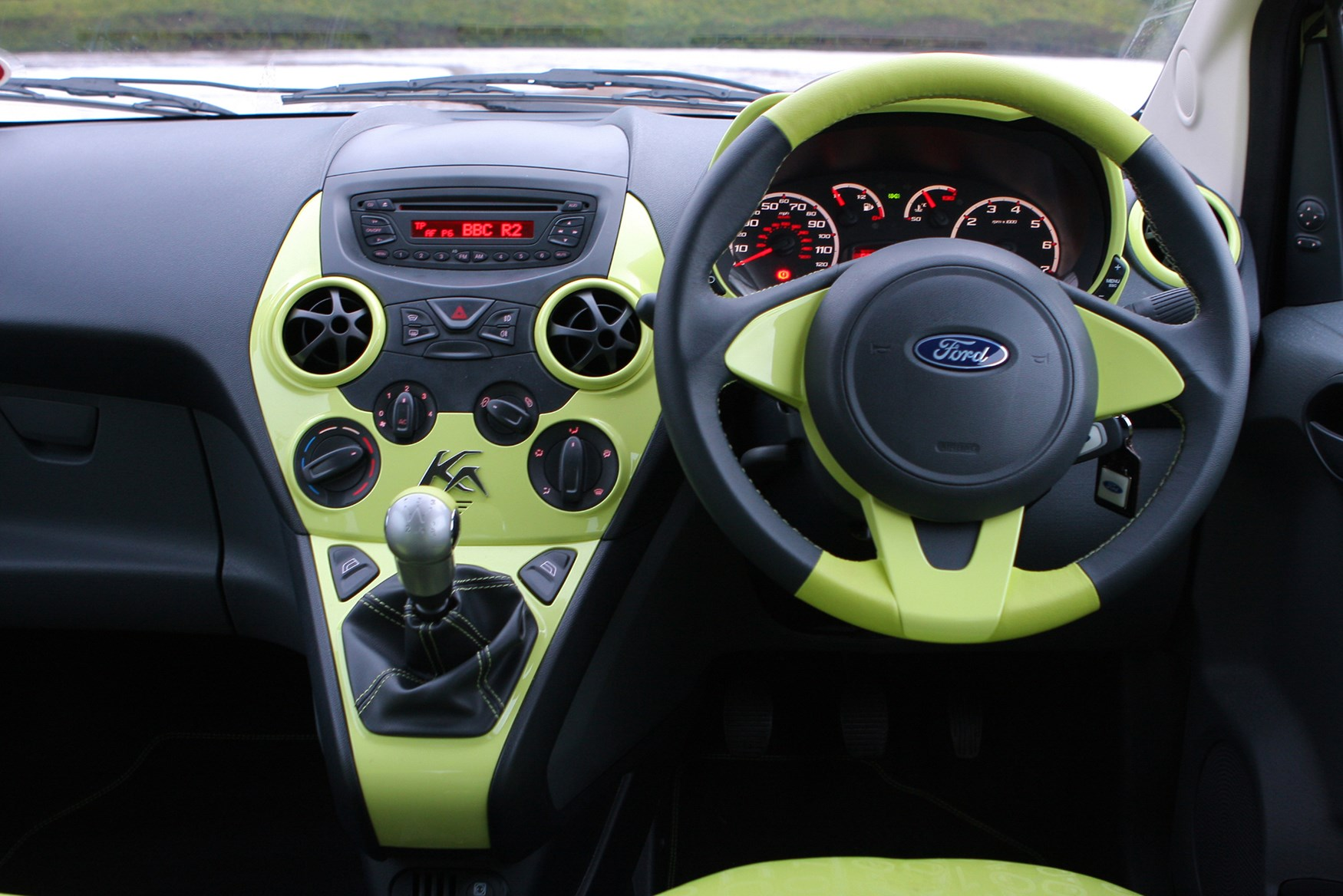 ford ka hatchback 2009 2016 driving performance parkers. Black Bedroom Furniture Sets. Home Design Ideas
