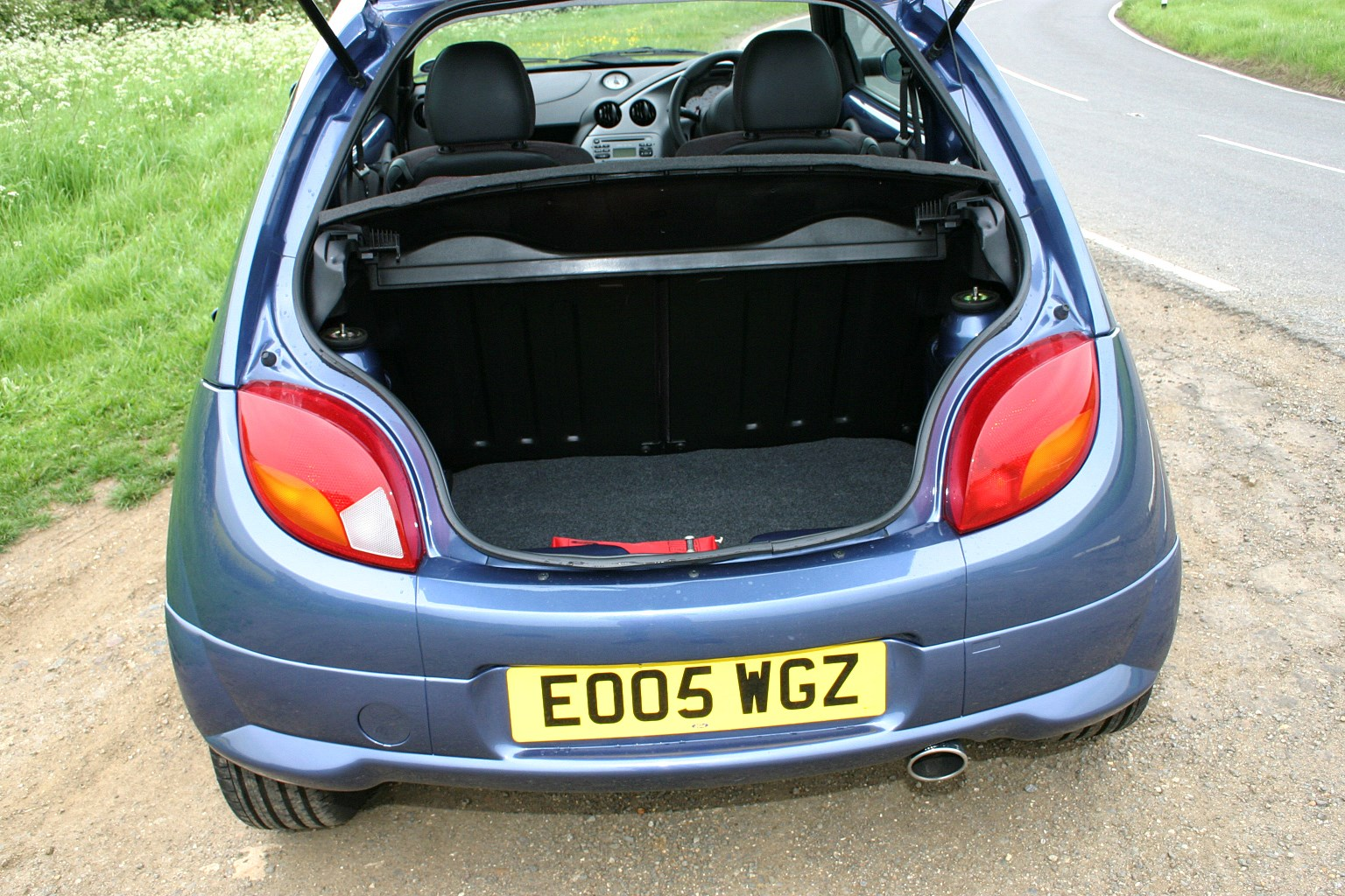 ford ka hatchback 1996 2008 features equipment and accessories parkers. Black Bedroom Furniture Sets. Home Design Ideas