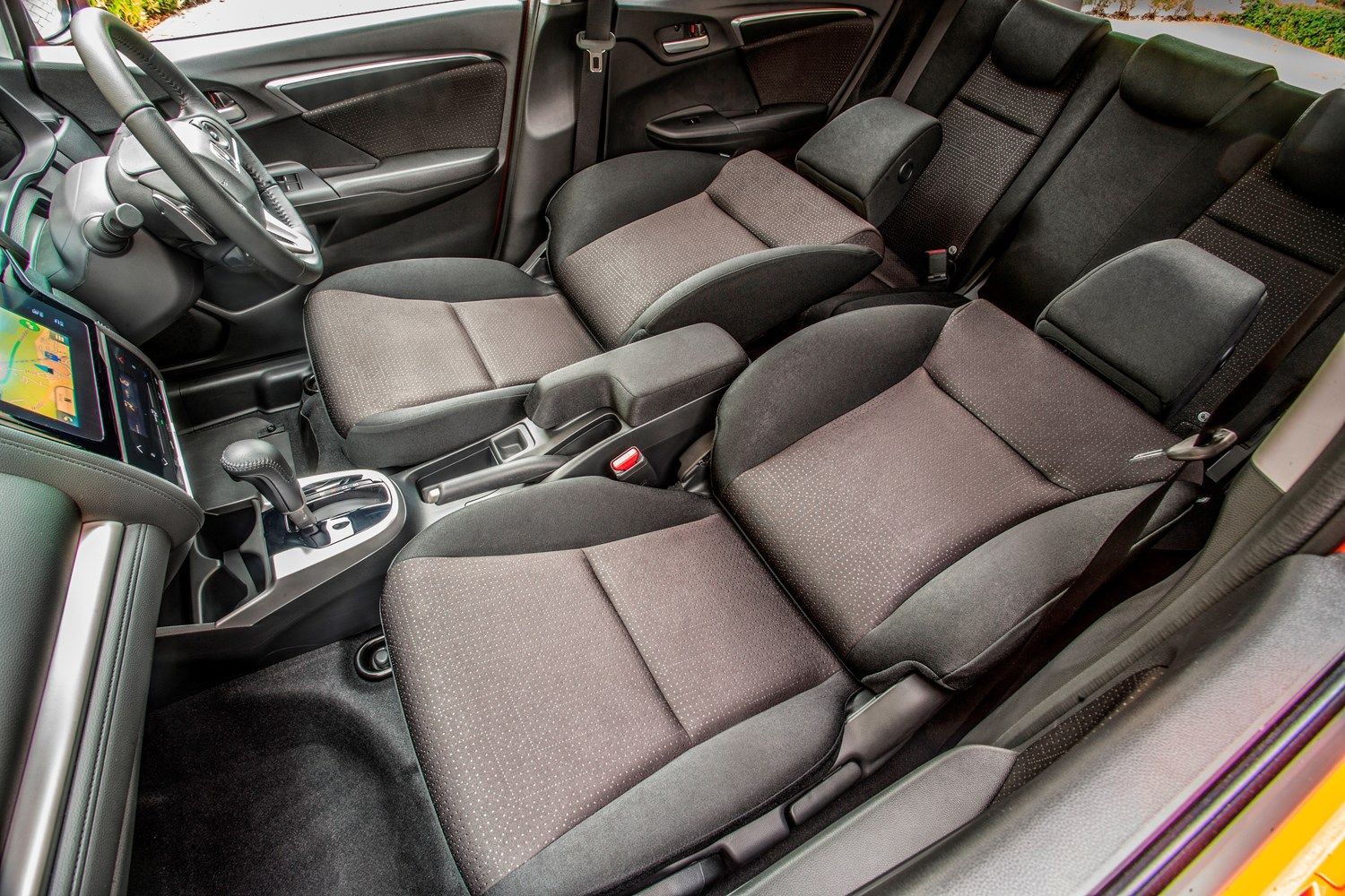 honda jazz hatchback 2015 features equipment and accessories parkers. Black Bedroom Furniture Sets. Home Design Ideas