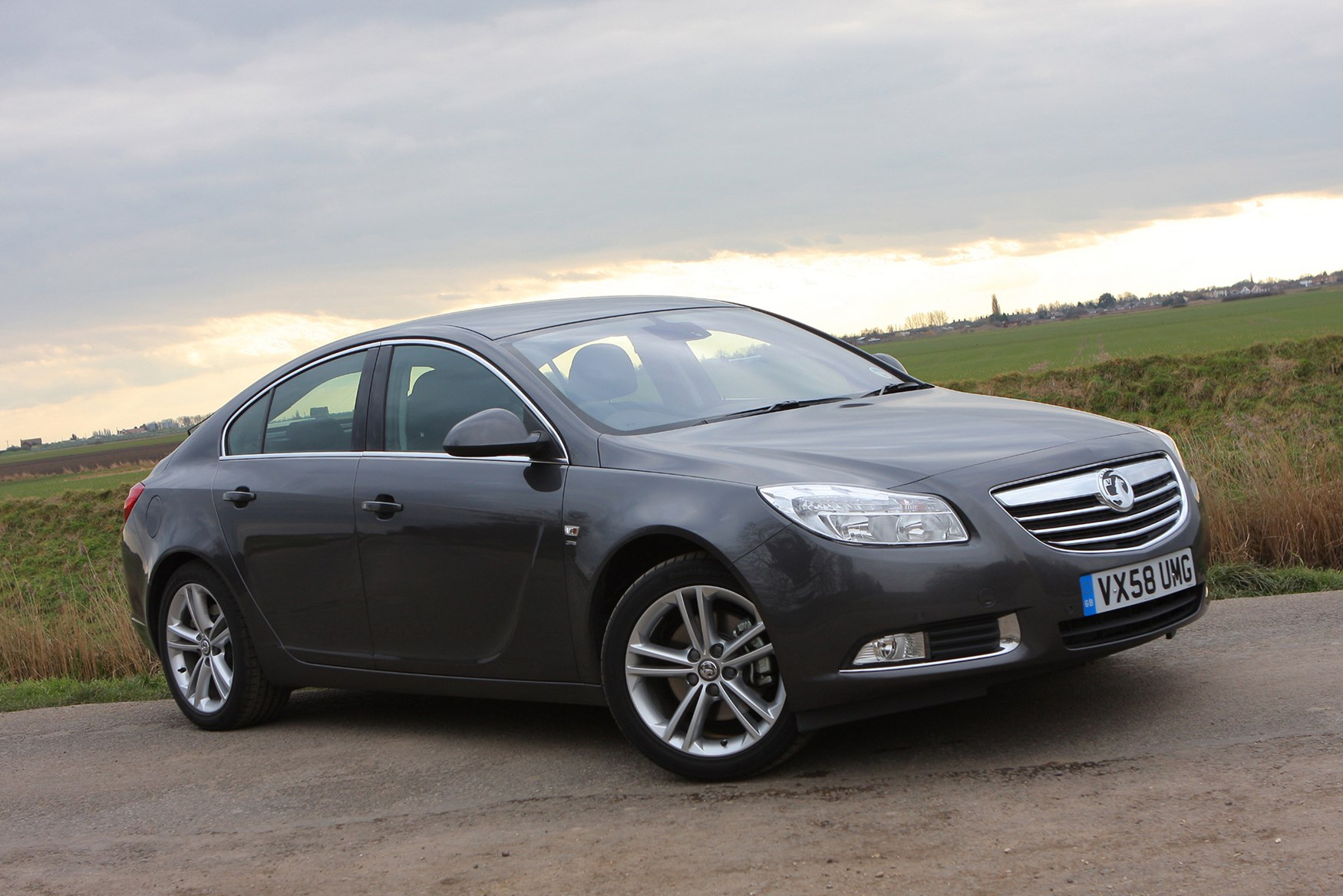 vauxhall insignia hatchback 2009 photos parkers. Black Bedroom Furniture Sets. Home Design Ideas
