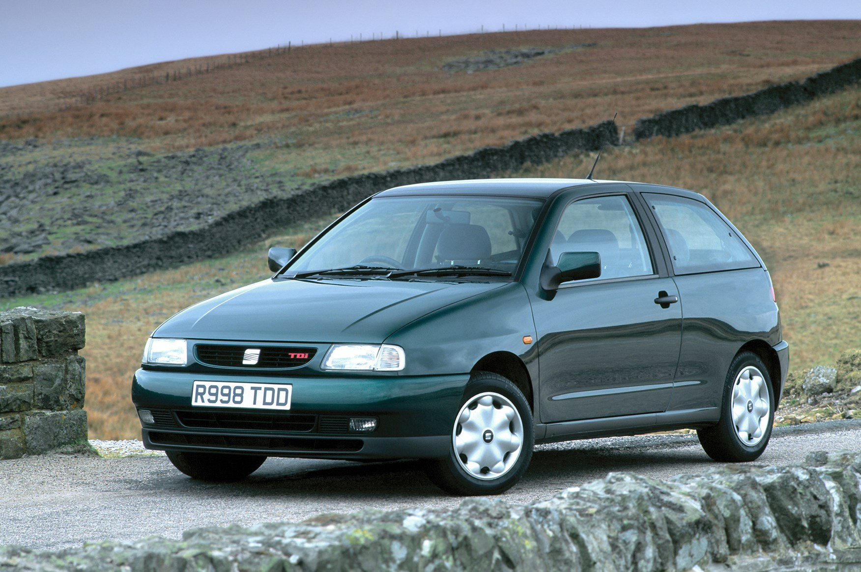 seat ibiza hatchback 1993 1999 photos parkers. Black Bedroom Furniture Sets. Home Design Ideas