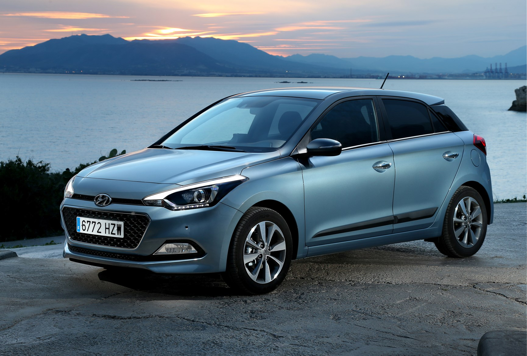 hyundai i20 hatchback 2015 photos parkers. Black Bedroom Furniture Sets. Home Design Ideas