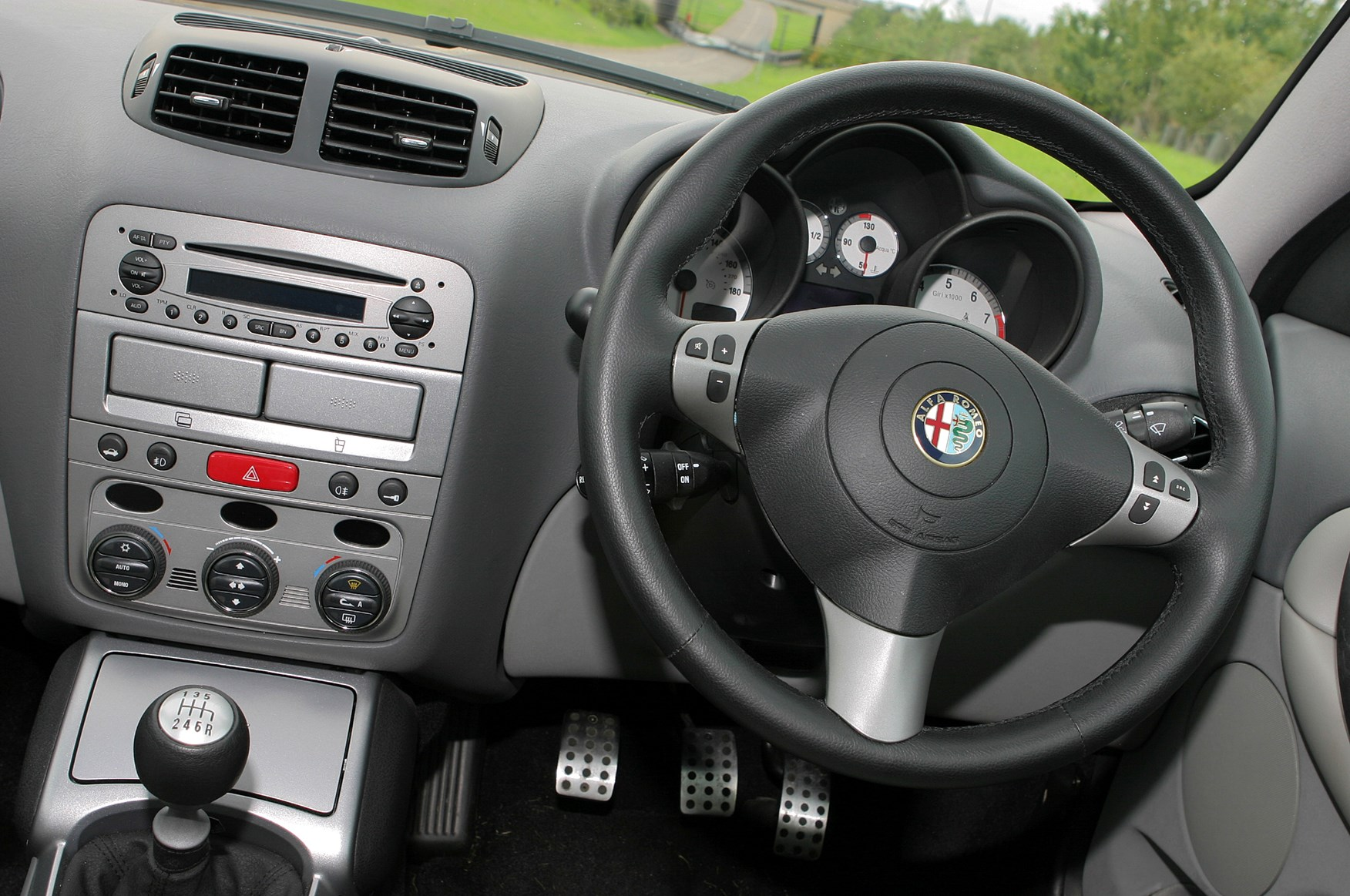 alfa romeo gt coupe 2004 2010 driving performance. Black Bedroom Furniture Sets. Home Design Ideas