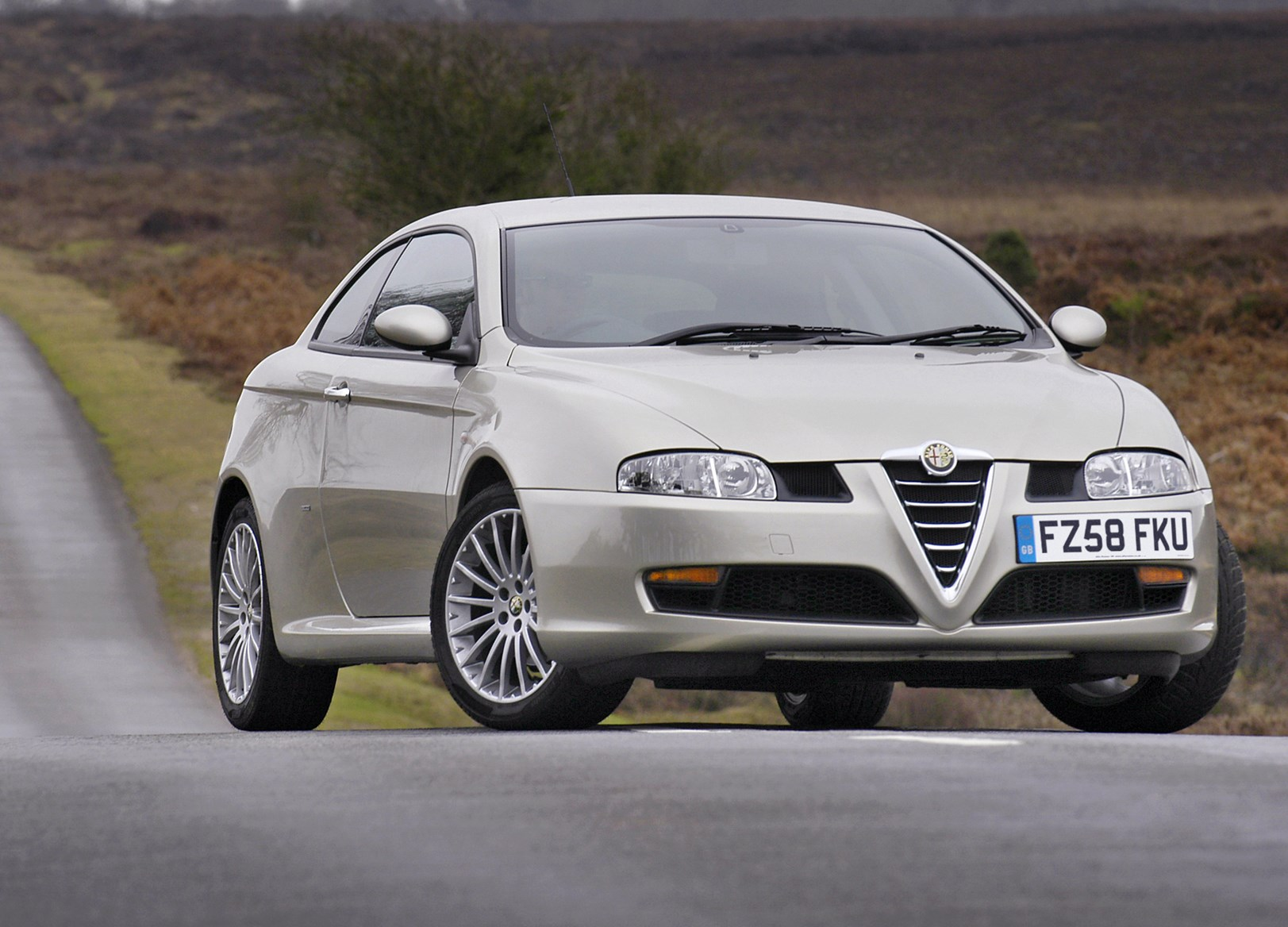 alfa romeo gt coupe 2004 2010 photos parkers. Black Bedroom Furniture Sets. Home Design Ideas