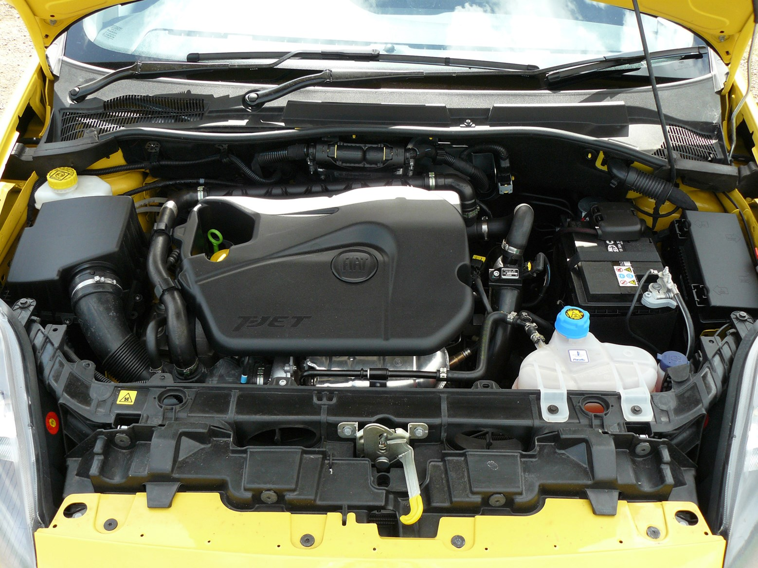 likewise Fiat Grande Punto Interior Dsc further P moreover Zpsbc as well P. on fiat grande punto engine bay