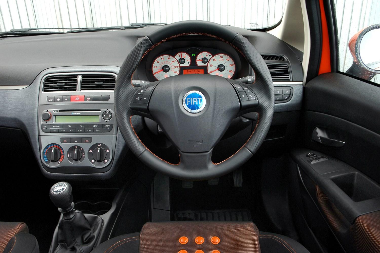 Fiat Grande Punto Hatchback 2006 2010 Driving