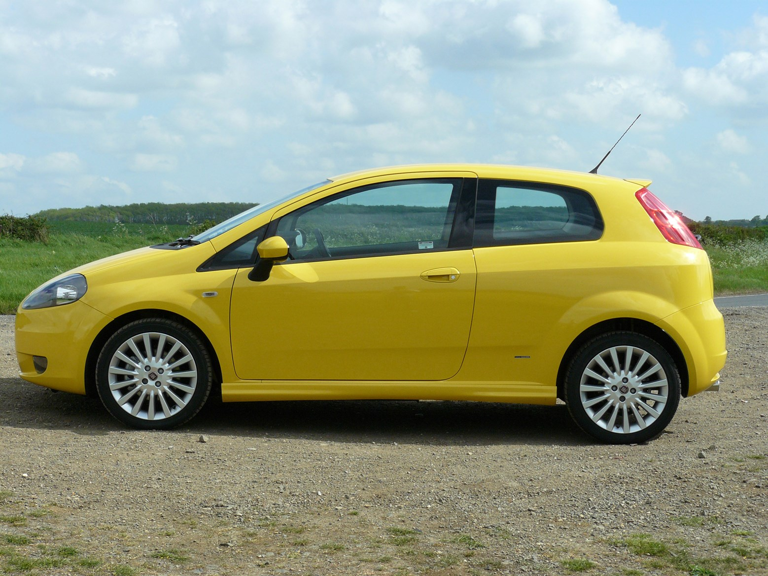 fiat grande punto hatchback 2006 2010 photos parkers. Black Bedroom Furniture Sets. Home Design Ideas