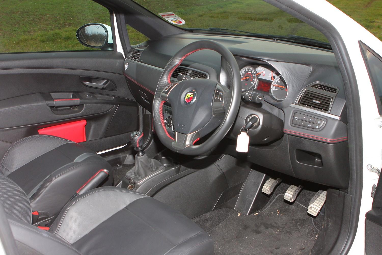 Fiat grande punto abarth interior for Fiat grande punto interieur