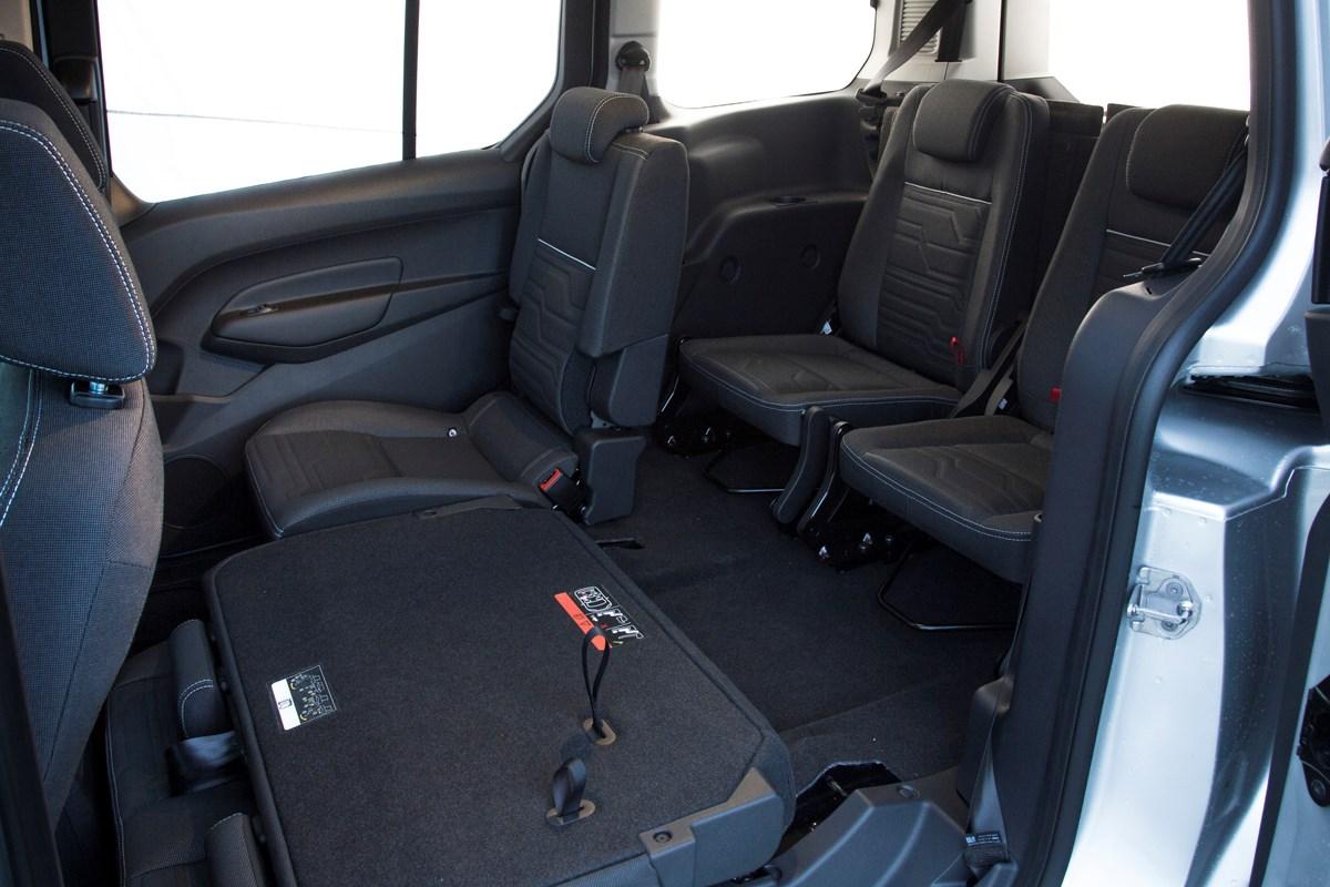 ford grand tourneo connect estate 2013 driving. Black Bedroom Furniture Sets. Home Design Ideas