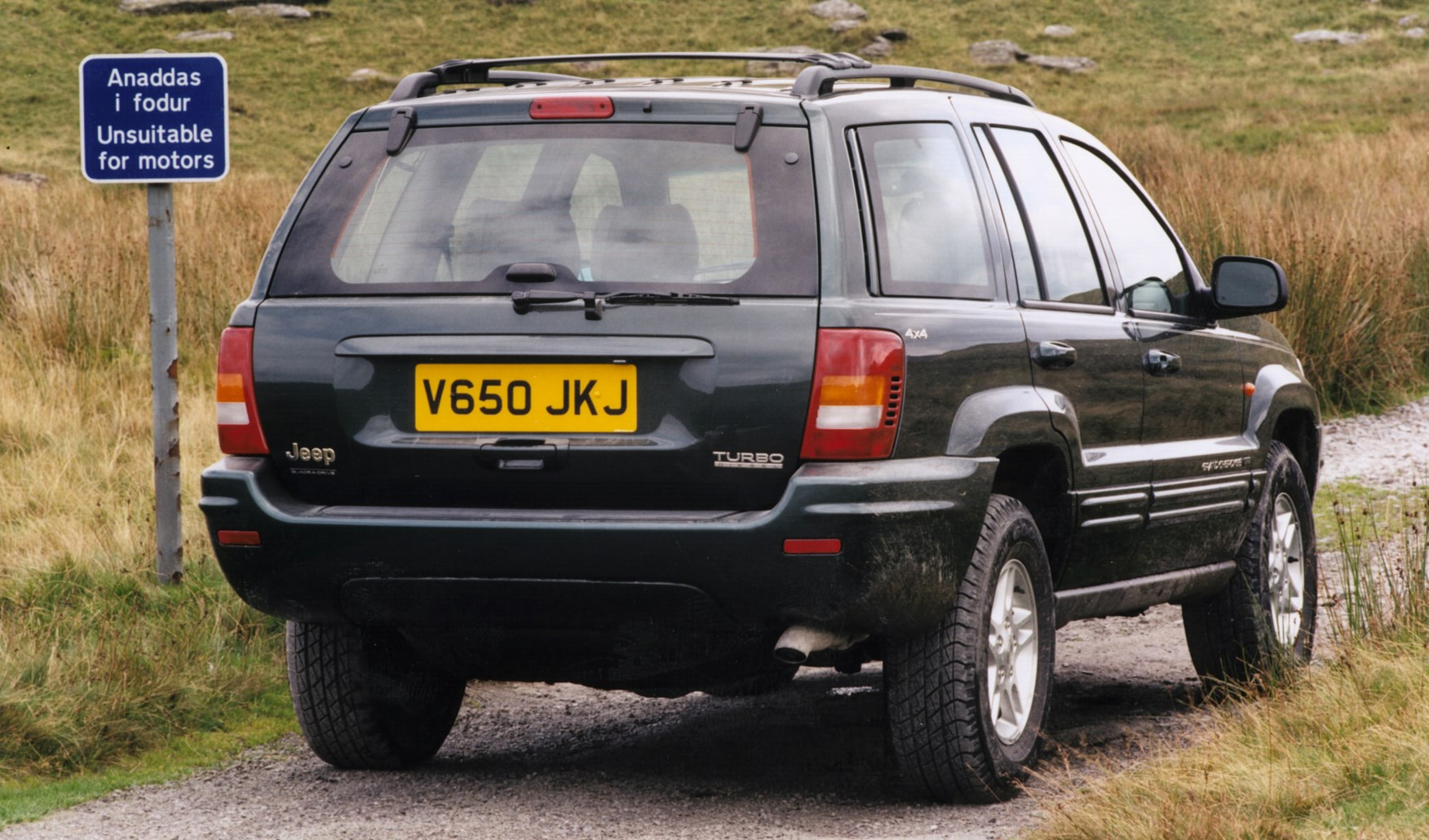 jeep grand cherokee station wagon 1999 2004 photos parkers. Black Bedroom Furniture Sets. Home Design Ideas