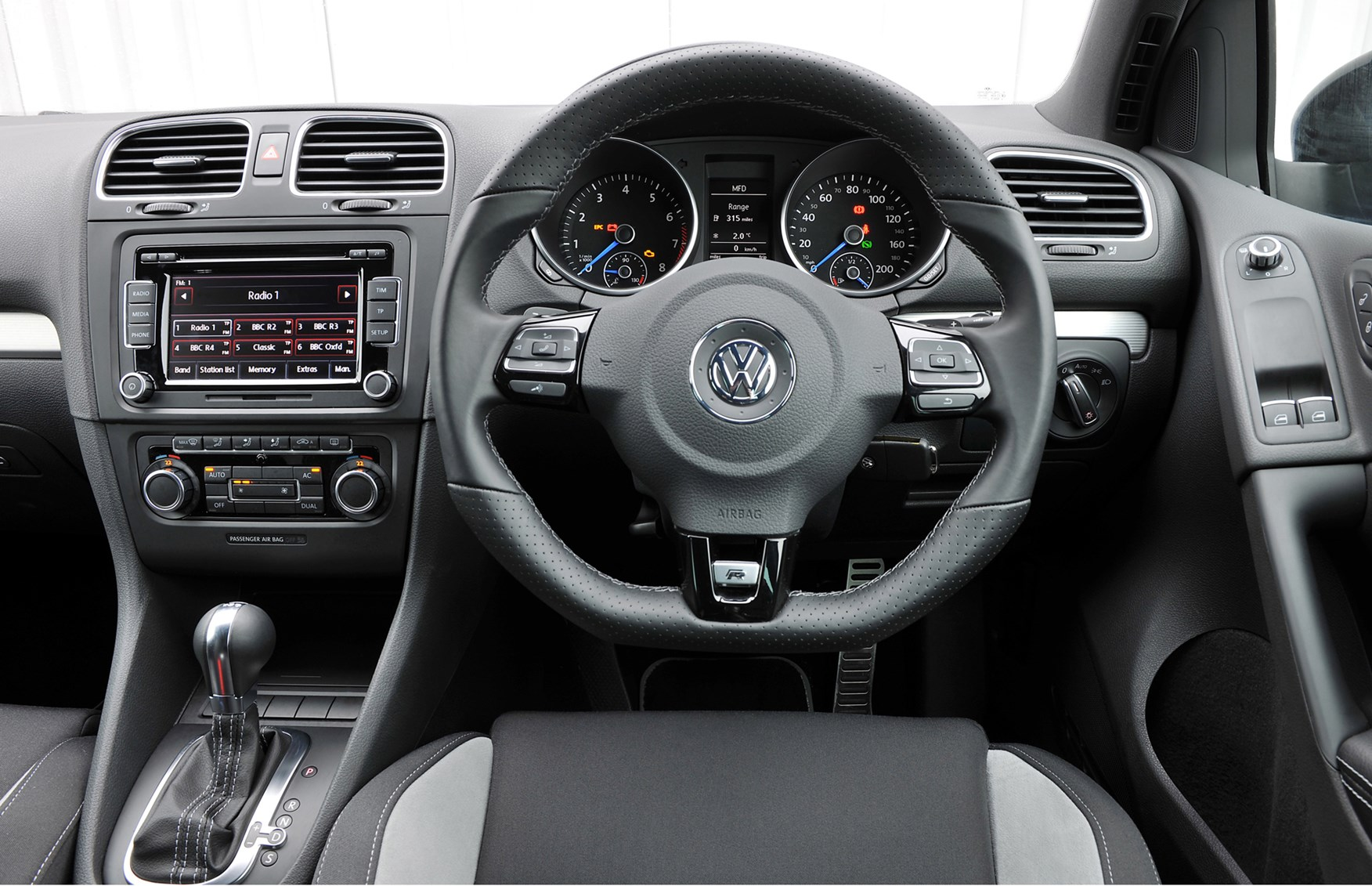 volkswagen golf r review 2010 2012 parkers. Black Bedroom Furniture Sets. Home Design Ideas