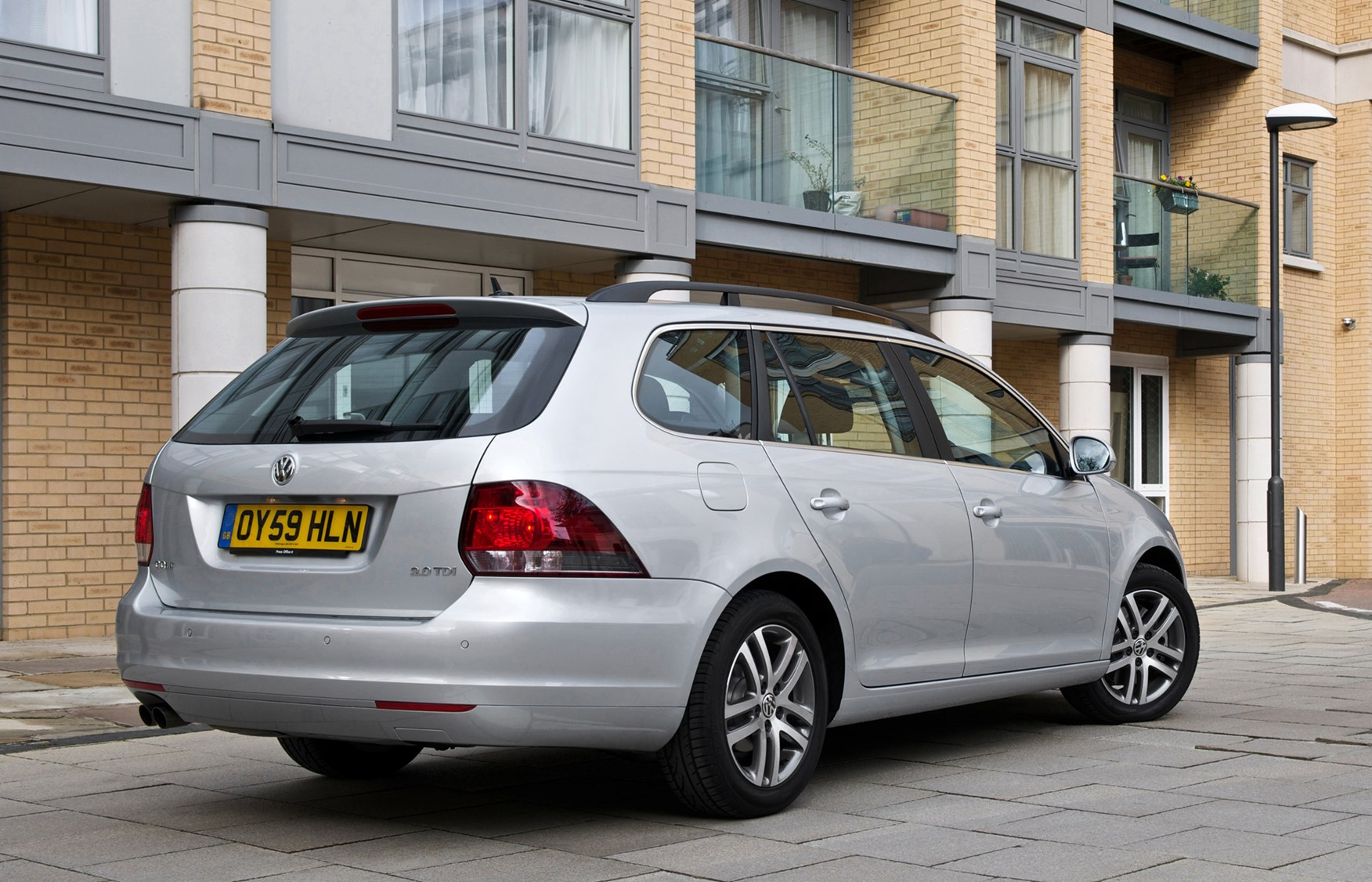 volkswagen golf estate review 2009   2013 parkers