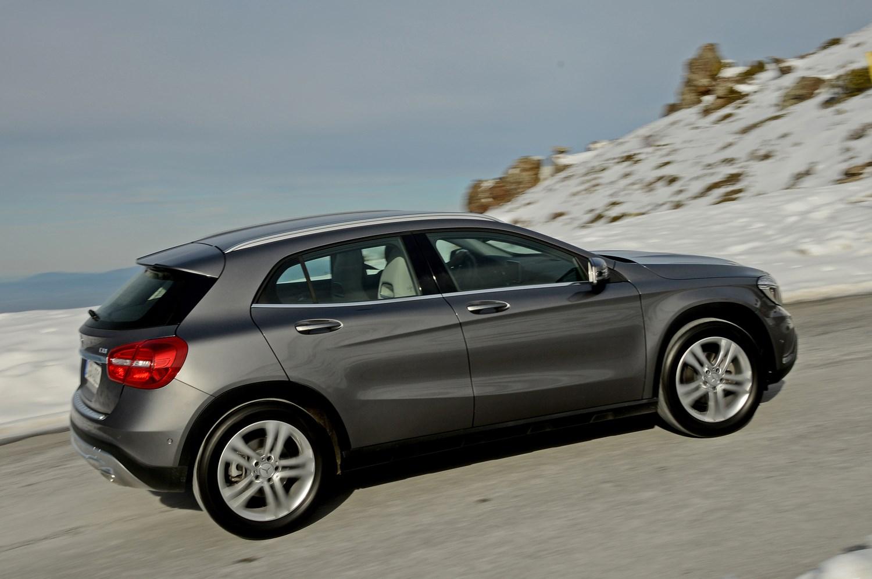 Mercedes benz gla class estate 2014 photos parkers for Mercedes benz detailing