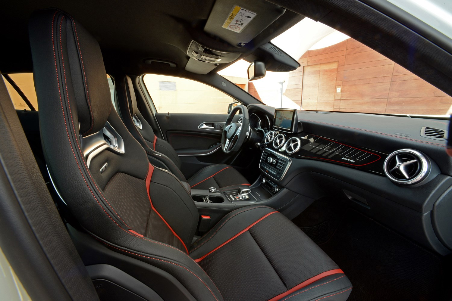 Mercedes benz gla class amg 2014 2017 photos parkers for Mercedes benz gla class interior
