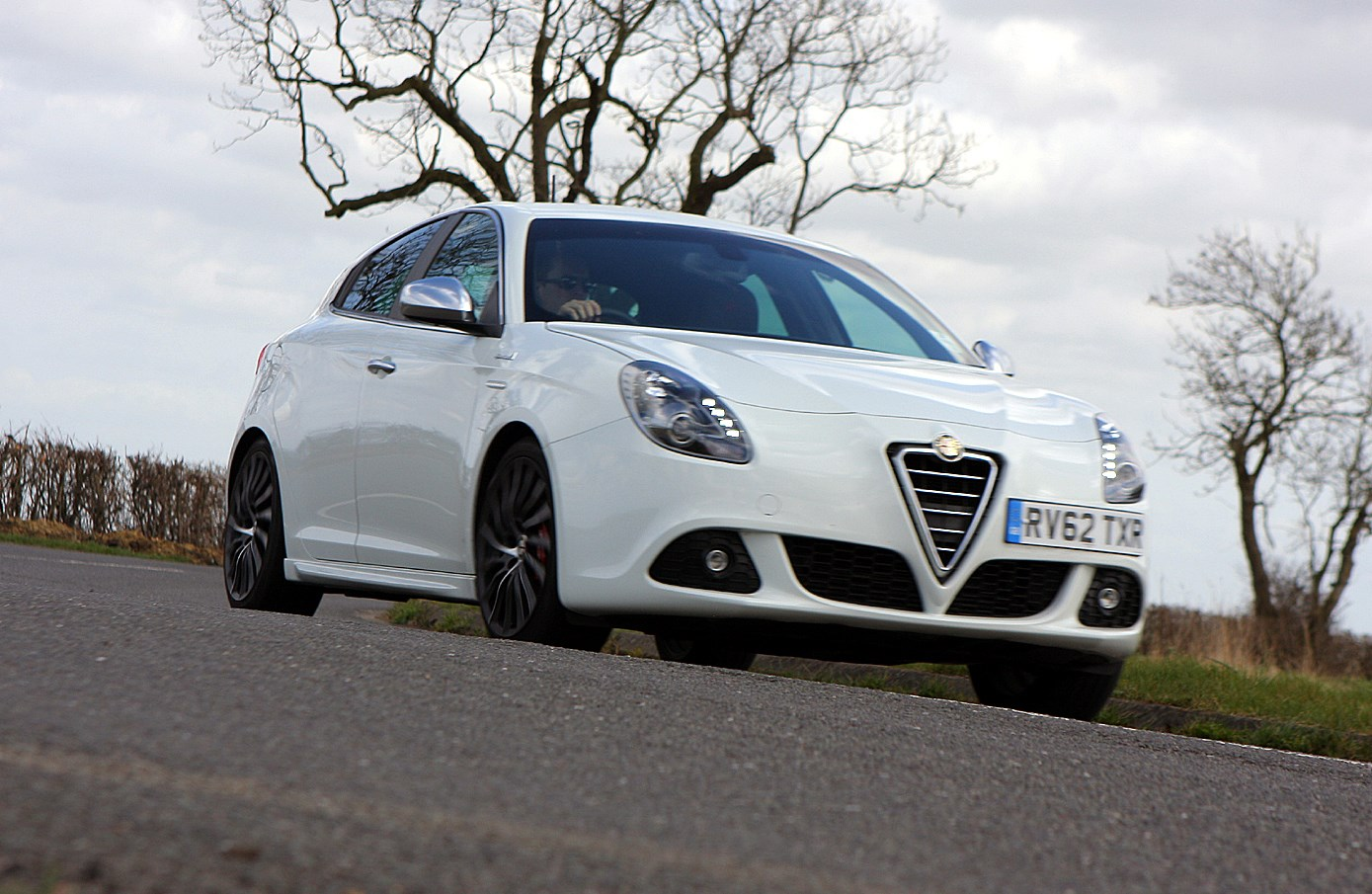 Alfa Romeo Giulietta Hatchback 2010 Driving Performance Parkers Springs View All Images Of The