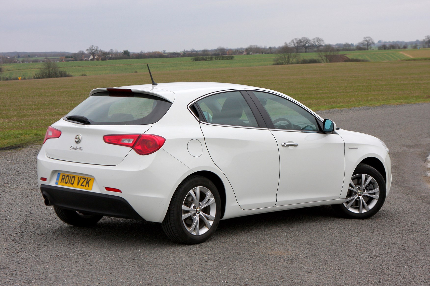 Alfa Romeo Giulietta Hatchback Review (2010 - ) | Parkers