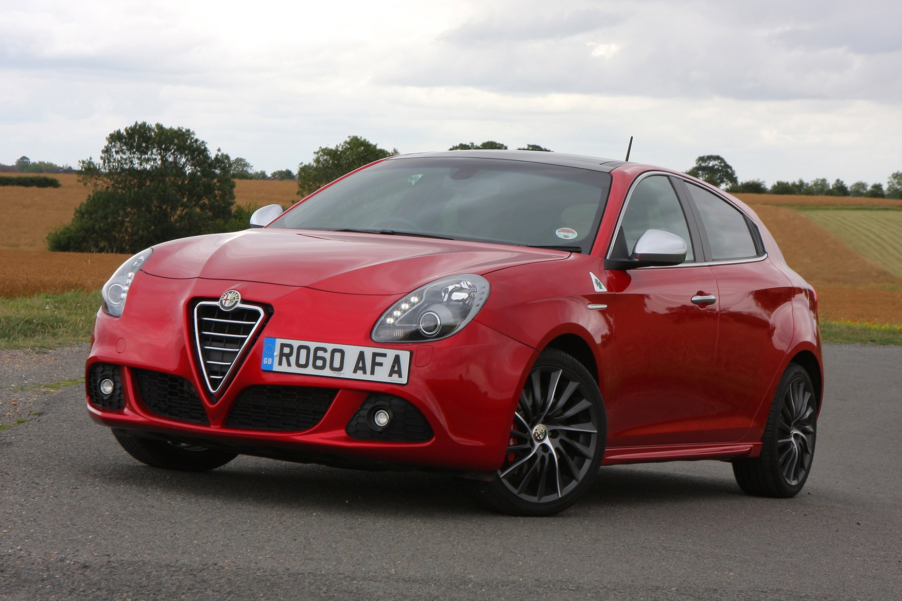 alfa romeo giulietta hatchback 2010 photos parkers. Black Bedroom Furniture Sets. Home Design Ideas