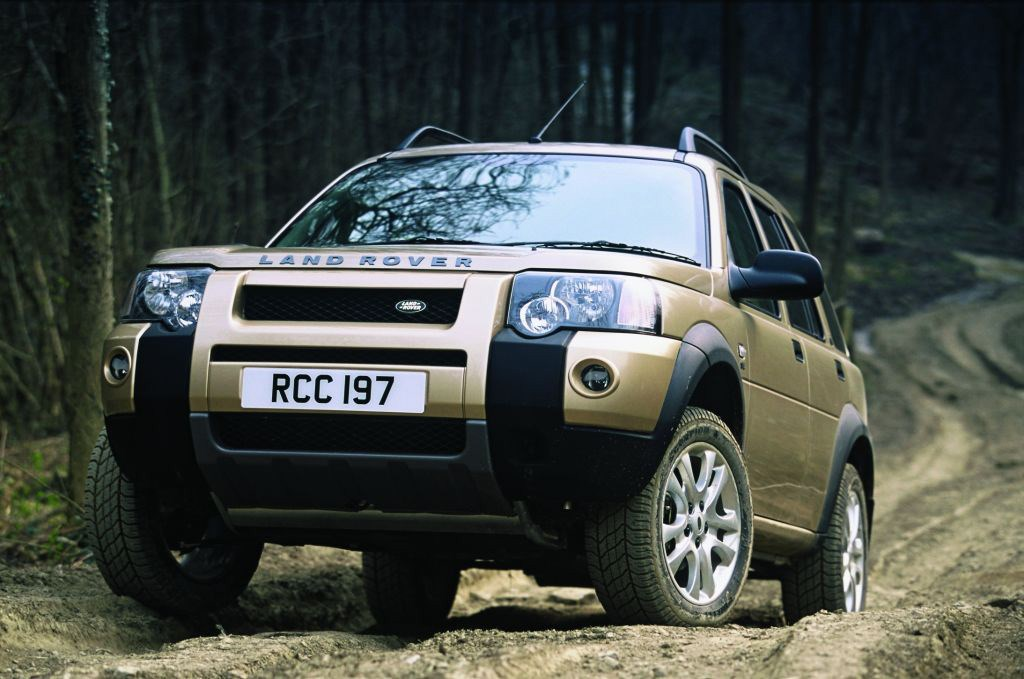 https://parkers-images.bauersecure.com/pagefiles/197131/driving-moving-exterior/freelander_ext12-.jpg