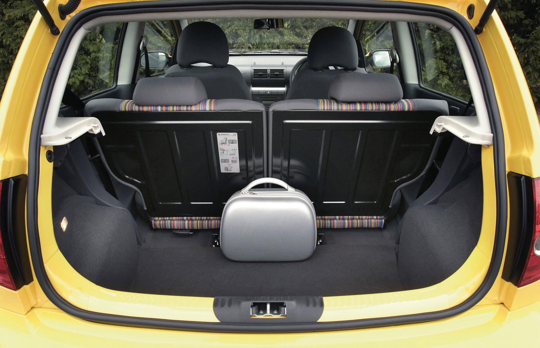 volkswagen fox hatchback 2006 2012 features equipment and accessories parkers. Black Bedroom Furniture Sets. Home Design Ideas