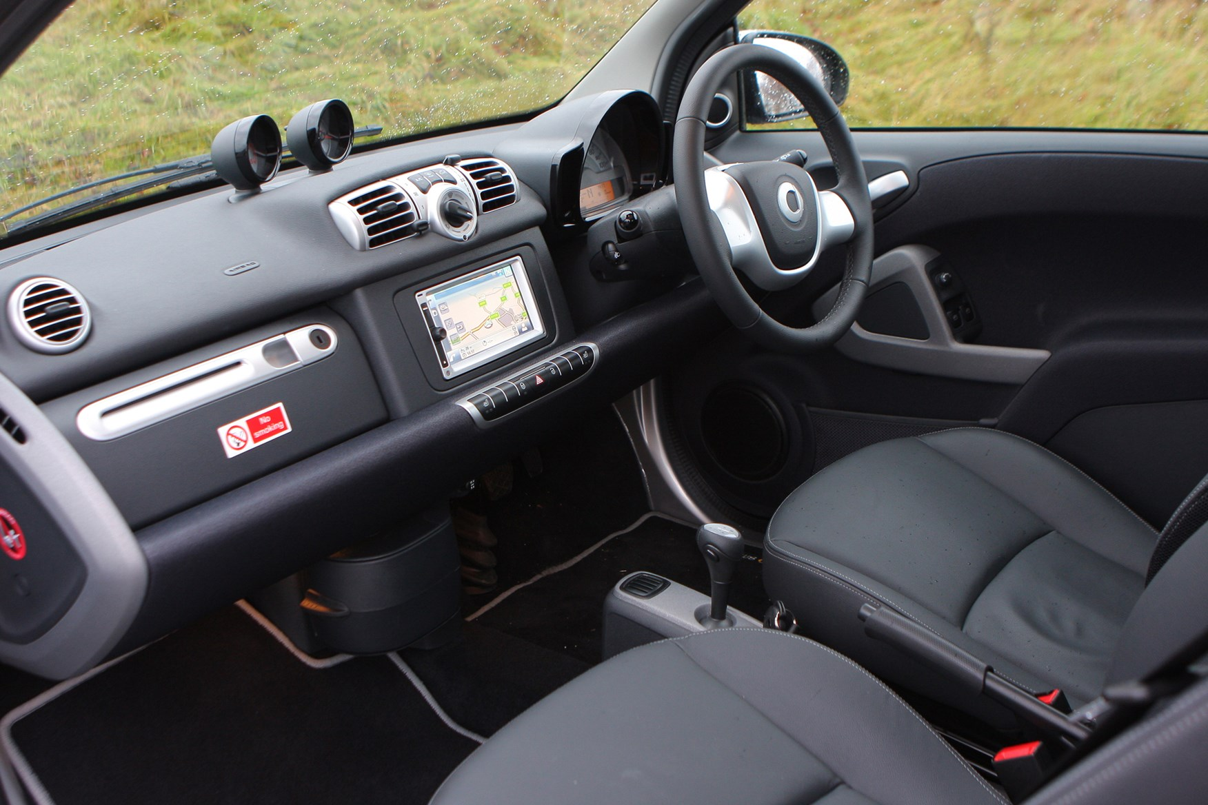 smart fortwo coupe 2007 2014 features equipment and accessories parkers. Black Bedroom Furniture Sets. Home Design Ideas