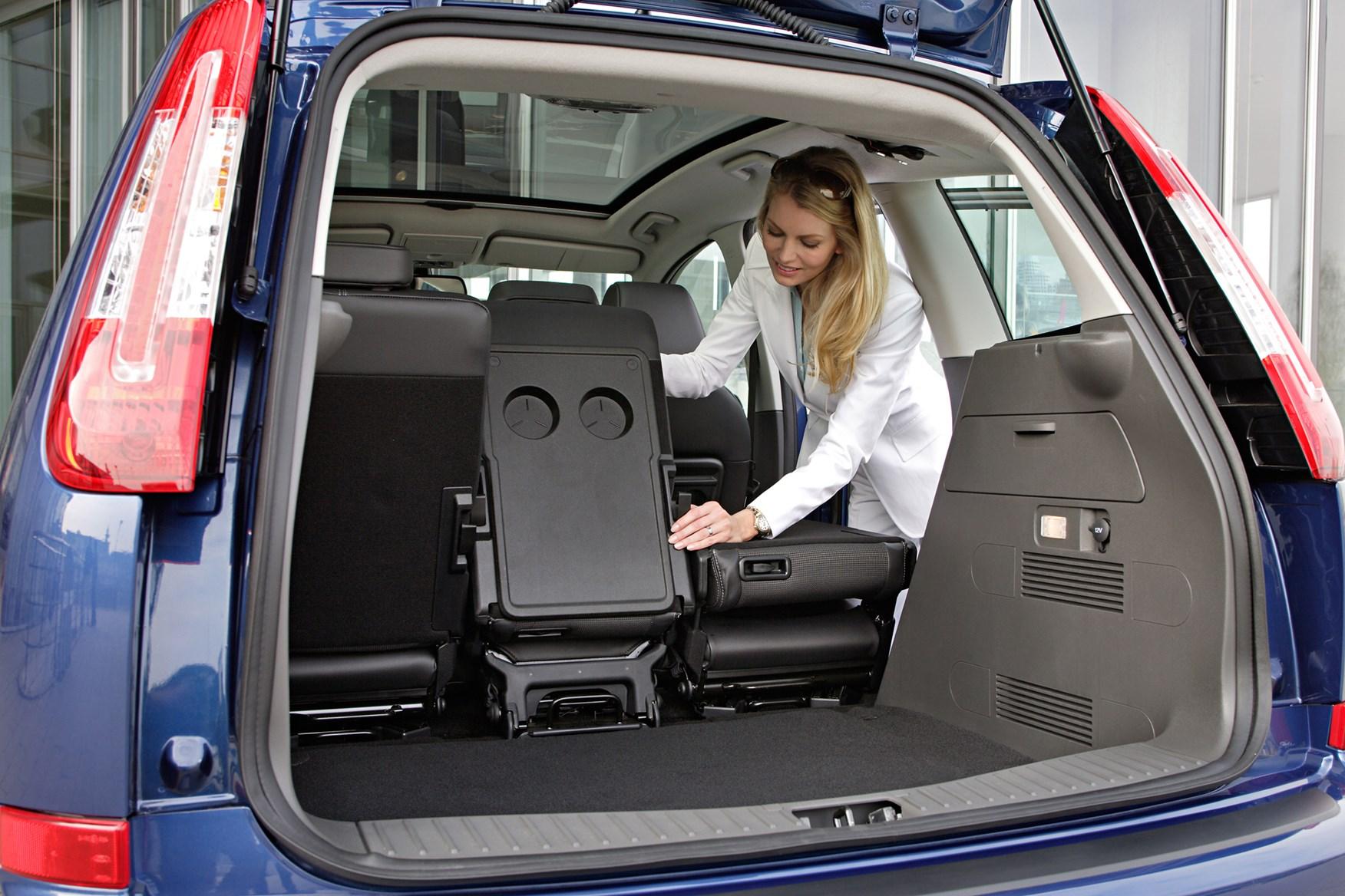 Ford Focus C MAX Estate 2003 2010 Features Equipment and