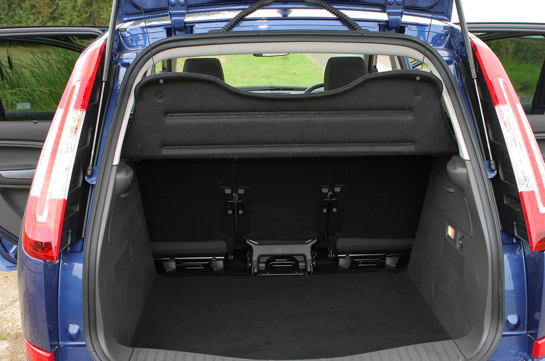 ford focus c max estate 2003 2010 features equipment and accessories parkers. Black Bedroom Furniture Sets. Home Design Ideas