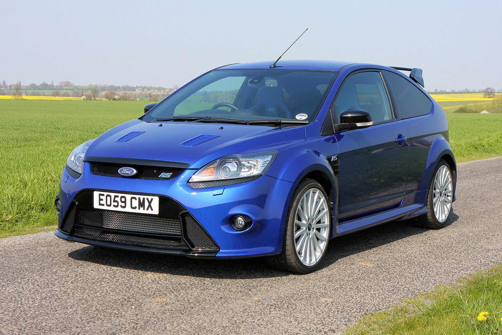 ford focus rs 2009 2010 photos parkers. Black Bedroom Furniture Sets. Home Design Ideas