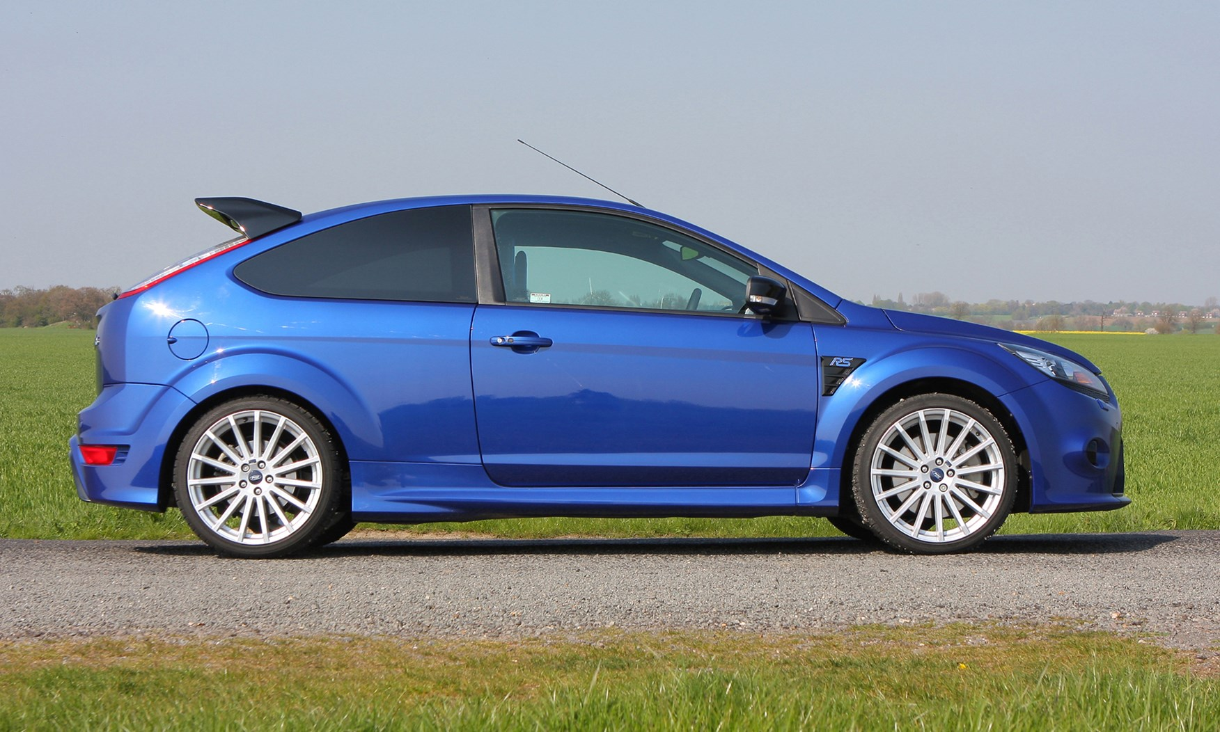 used ford focus rs 2009 2010 for sale parkers. Black Bedroom Furniture Sets. Home Design Ideas